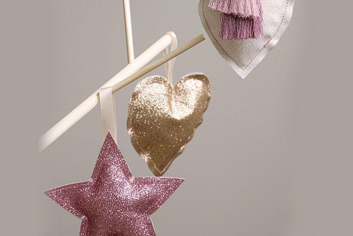 7. Les suspensions peuvent décorer le sapin de Noël.