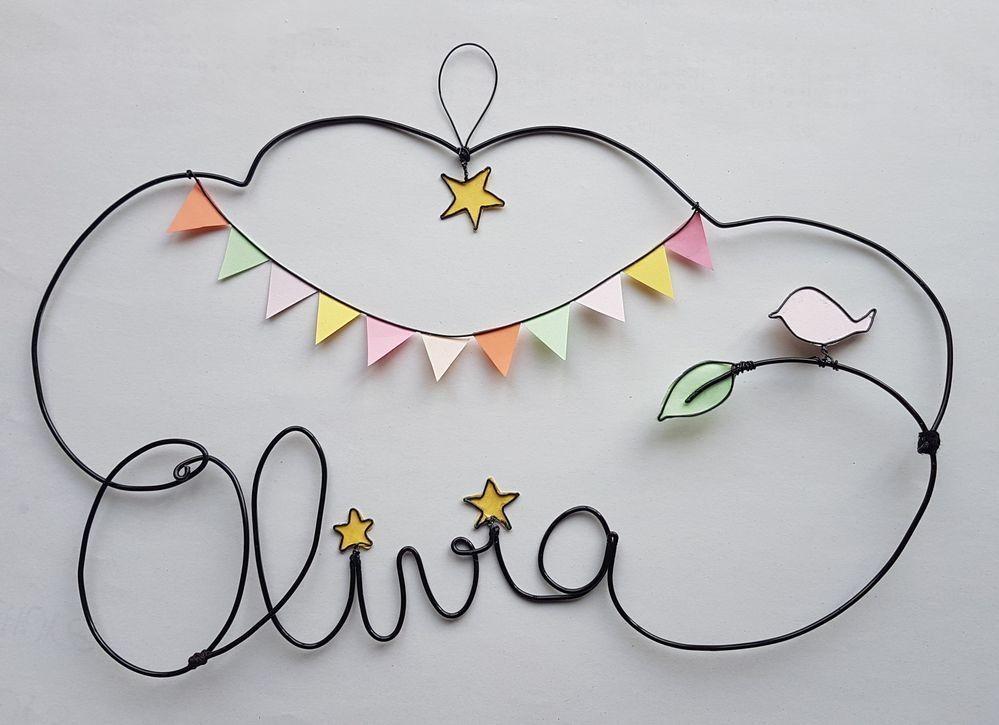 Le prénom Olivia en fil d'aluminium noirci de diamètre 2mm inspiré de plusieurs épingles vues sur pinterest.