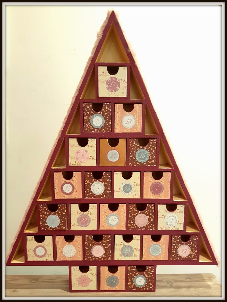 Calendrier Avent sapin triangle.jpg
