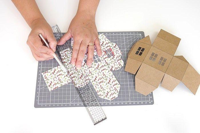 TAPE 2/9 Utiliser une règle et un plioir pour marquer les plis des gabarits.