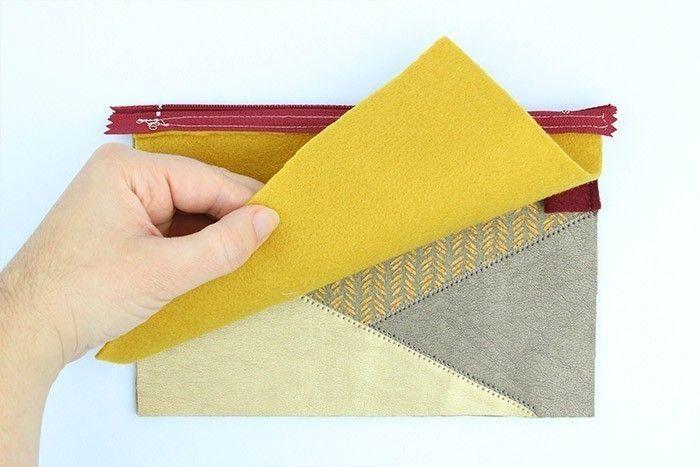 ETAPE 7/9 Ouvrez la fermeture à glissière. Epinglez les côtés de la trousse, endroit contre endroit et cousez les côtés et le fond à 1 cm du bord.