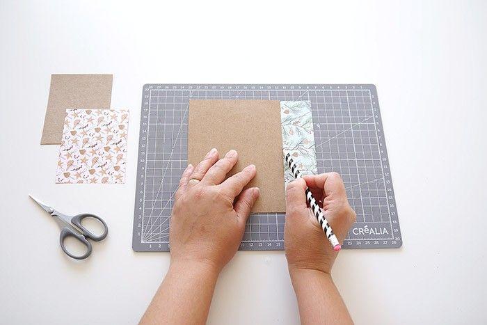 ETAPE 1/16 Fabriquez vos gabarits de taille L, M et S: Couper un rectangle de papier kraft de 20 cm de hauteur x 15 cm de largeur. Couper un autre de 15 cm de hauteur x 11.5 cm de largeur. Puis couper un dernier rectangle de 10 cm de hauteur x 7.5 cm de largeur. Utiliser les gabarits pour tracer et puis couper vos rectangles de papier Origami Clairefontaine. Chaque rectangle sera utilisé pour fabriquer une étoile en papier.