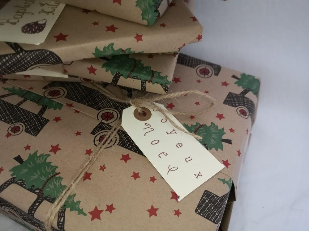 Plus qu'à emballer votre cadeau simplement avec un joli papier kraft à motif