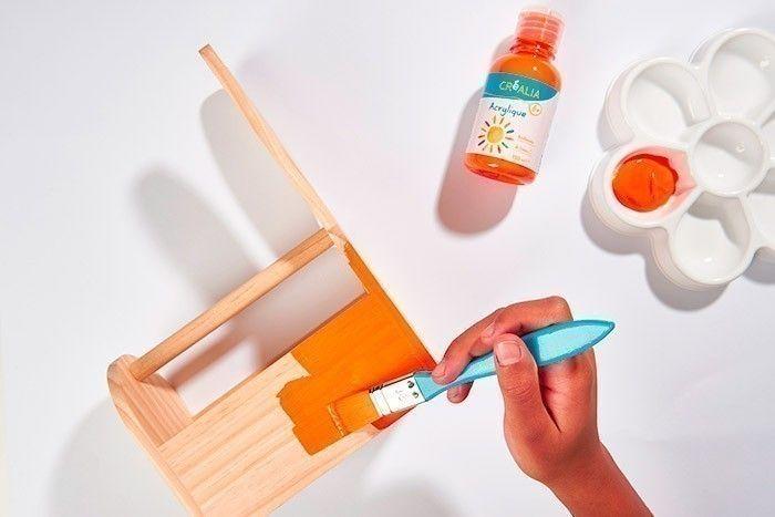 ETAPE 1/8 - DÉCORATION DU PANIER Peindre le panier en orange. Laisser sécher.