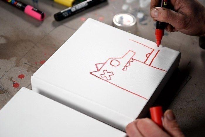 ETAPE 1/8 Dessiner Nourf© en s'inspirant de l'aide à dessin en utilisant le Paint Marker Posca rouge.