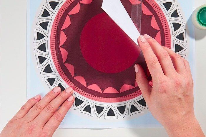 Hoop art Déco murale Tropical Jungle - étape 1 ETAPE 1/8 Télécharger, imprimer et assembler les 3 gabarits avec du ruban adhésif en les superposant pour former le dessin à reproduire 30 x 30 cm.