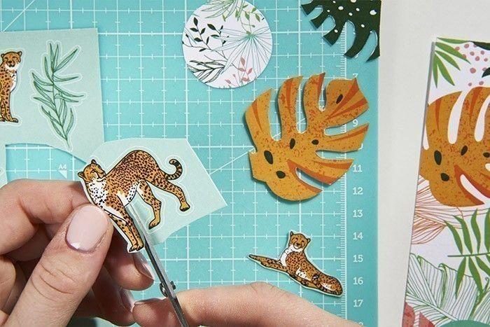 3. Découper soigneusement les motifs imprimés du bloc de papiers pour créer des embellissements : léopards, feuillages, ronds imprimés...