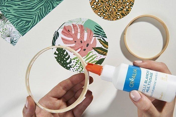 7. Varier les propositions en encollant d'un simple papier imprimé les petits anneaux des mini tambours.