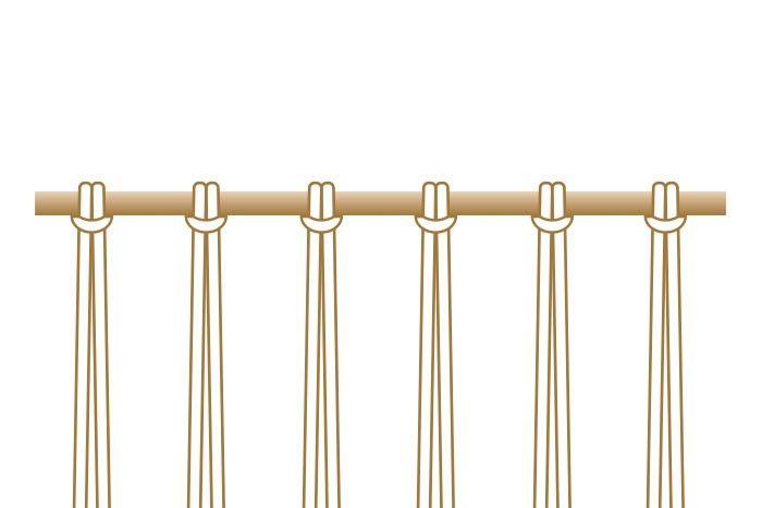 6. Pour le tissage central, couper : 6 longueurs de 3 m et 12 longueurs de 25 cm de fil macramé 6 mm blanc, 3 longueurs de 3 m et 5 longueurs de 70 cm de fil de jute 4 mm, 10 longueurs d'1 m et de fils à broder couleurs différentes (tons ocre jaune, ocre rouge, brun et rouge brique).