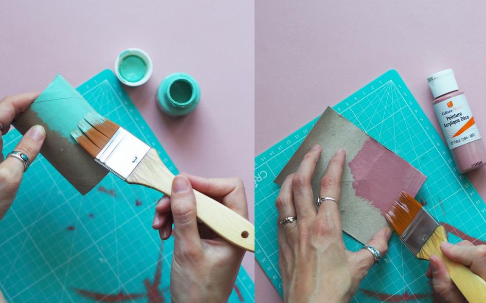 2. Peindre l'extérieur du rouleau ainsi que l'intérieur, de la couleur souhaitée.