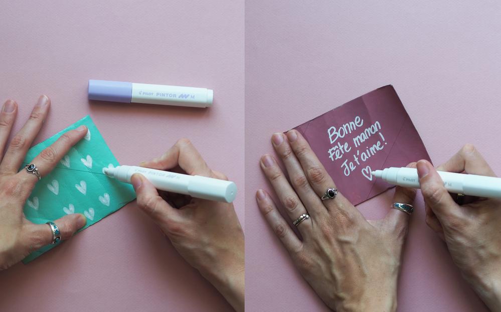 3.  Vous pouvez venir décorer votre petit vase en carton sur l'extérieur, et venir inscrire un petit mot d'amour pour votre maman à l'intérieur.