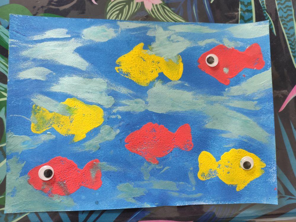 Idée d'activité manuelle peinture sur l'été réalisé à l' éponge forme et rouleau mousse