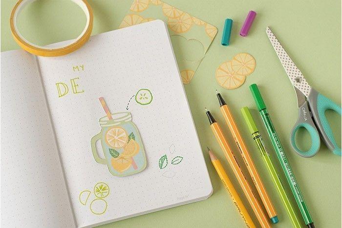 IDÉE N°2 (suite) : PAGE DÉTOX Coller le dessin au centre de la page avec de l'adhésif double face. Dessiner les ingrédients de la recette aux feutres de couleur. Tracer les flèches en pointillés vers le mug découpé. Écrire le titre au feutre vert citron en majuscules. 