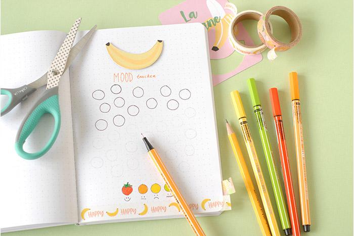IDÉE N° 3 (suite) : CRÉATION D'UN MOOD TRACKER (OU HUMEUR DU JOUR) Dessiner au bas de la page les fruits de référence correspondant aux humeurs différentes (fraise – orange – citron – kiwi). Colorier avec des feutres de couleur. Tracer des ronds au crayon à papier, un pour chaque jour. Repasser au feutre fin noir.