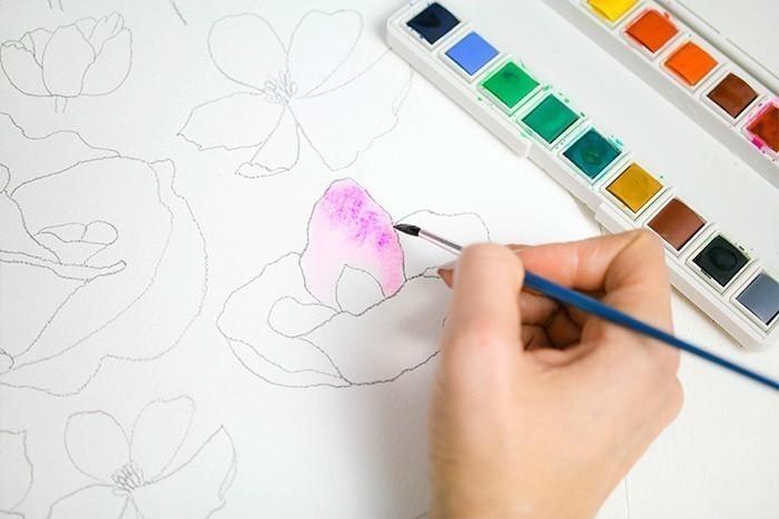 ETAPE 2/9 : 1ERE TECHNIQUE Remplir un pétale avec une couleur diluée, puis, en suivant, tapoter avec le pinceau et une autre couleur. Elle va se fondre dans la première.