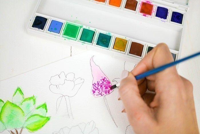 ETAPE 6/9 : 5ÈME TECHNIQUE Pour peindre un astilbe, remplir la forme d'une couleur très diluée, puis, avec une couleur plus pigmentée, tapoter votre pinceau pour amener de la matière.