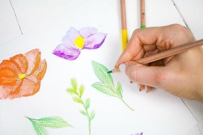 ETAPE 5/9 Avec le pinceau aquarelle, appliquer de l'eau et faire fondre les couleurs entre elles