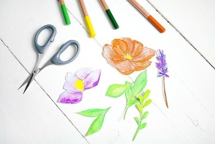 ETAPE 6/9 Pour le feuillage, appliquer une première couleur et ajouter des traits de différentes couleurs pour créer des nuances
