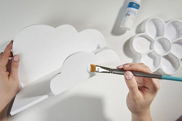 ETAPE 1/6 Peindre l'étagère nuage en blanc. Laisser sécher.