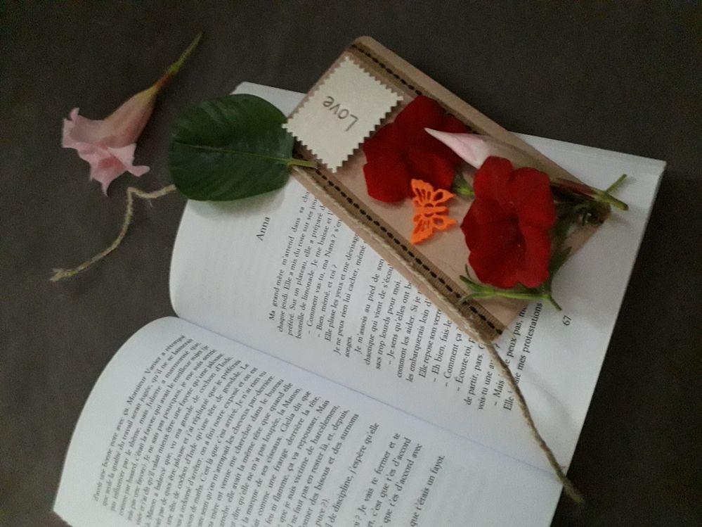 Marque page naturellement fleur.
