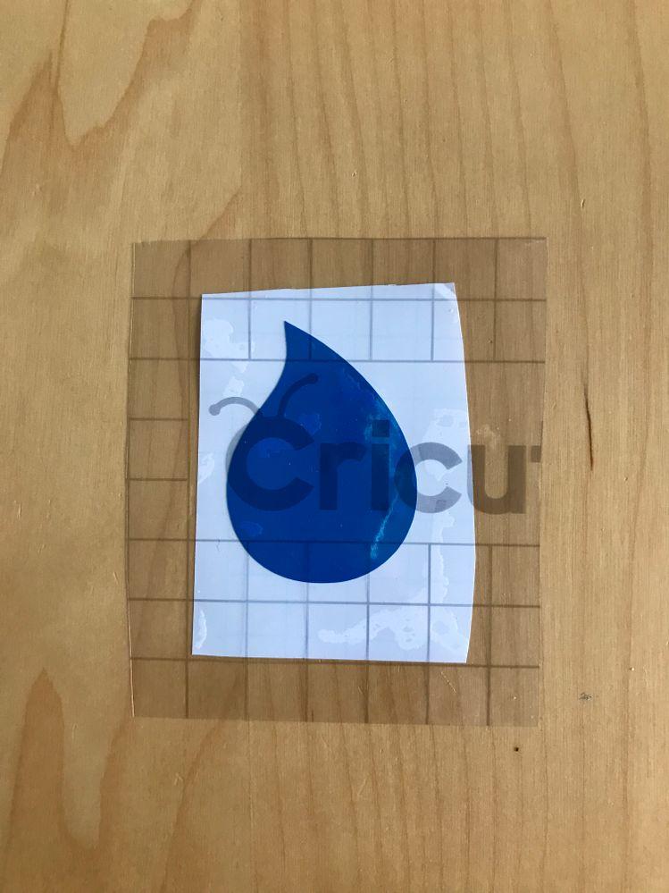 Découpez un morceau et appliquez-le sur la première couche de votre projet.