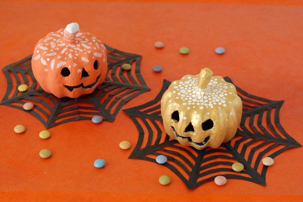 ETAPE 7/7 Les citrouilles sont prêtes pour décorer votre table de goûter d'Halloween.