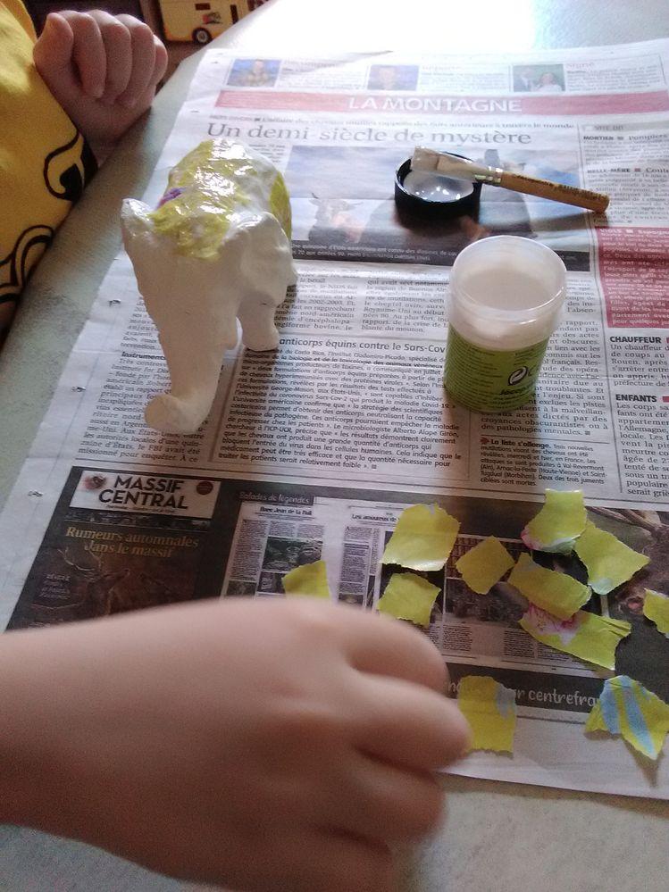 les petits bouts de papier qu'il a déchiré
