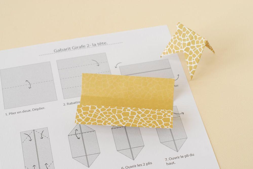 6. Réaliser le pliage de la tête de la girafe en suivant les instructions.